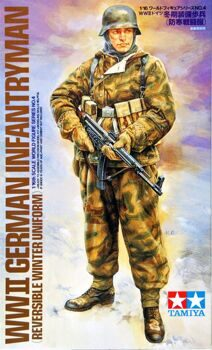 36304 WWII German Infatryman (Reversible Winter Uniform)