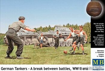 MB35149  German tankmen in the break between combats